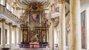 Gråsten Slotskirke - kirkerummet med alteret